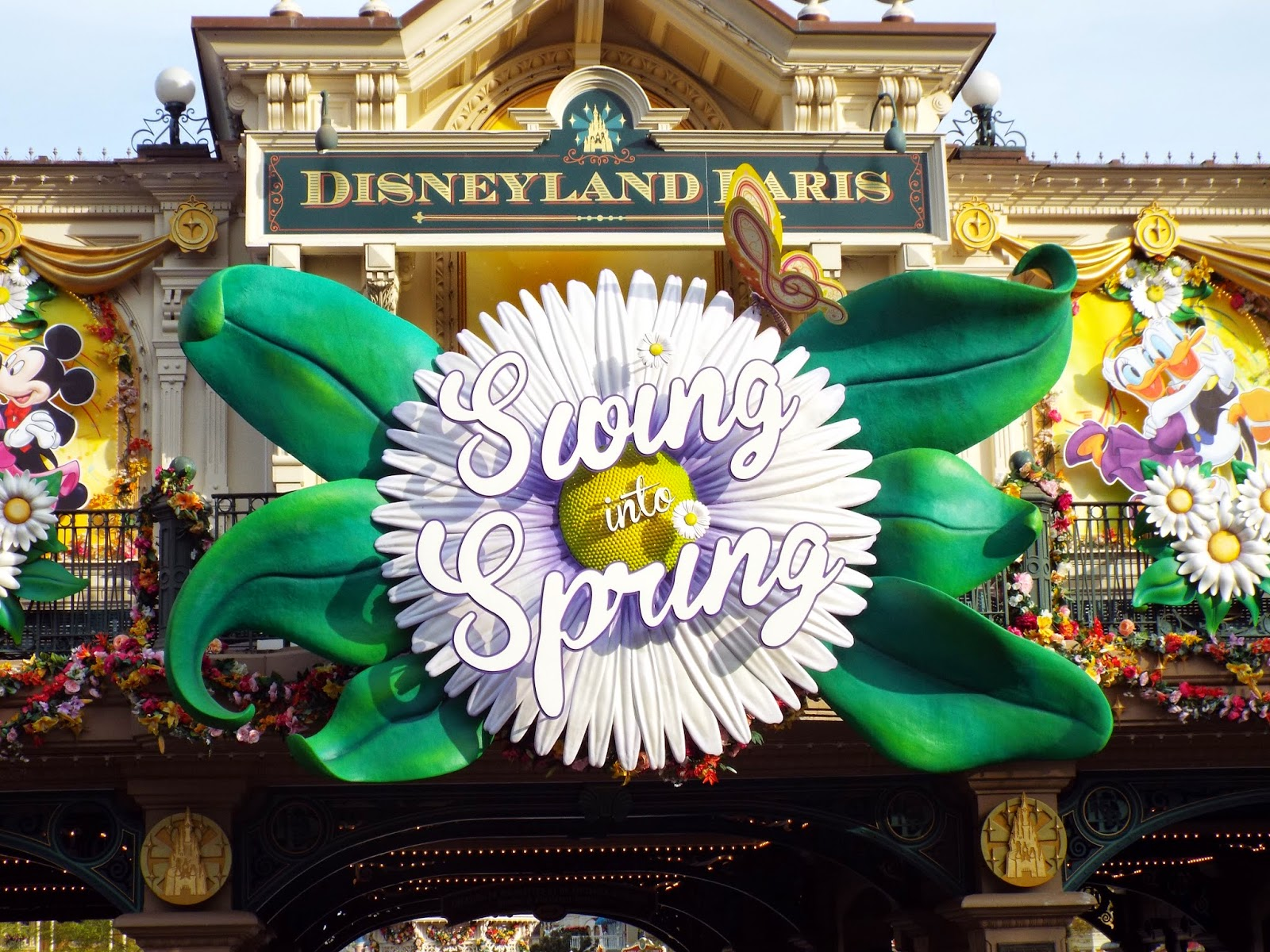 Toy Saturn Swing Into Spring Disneyland Paris