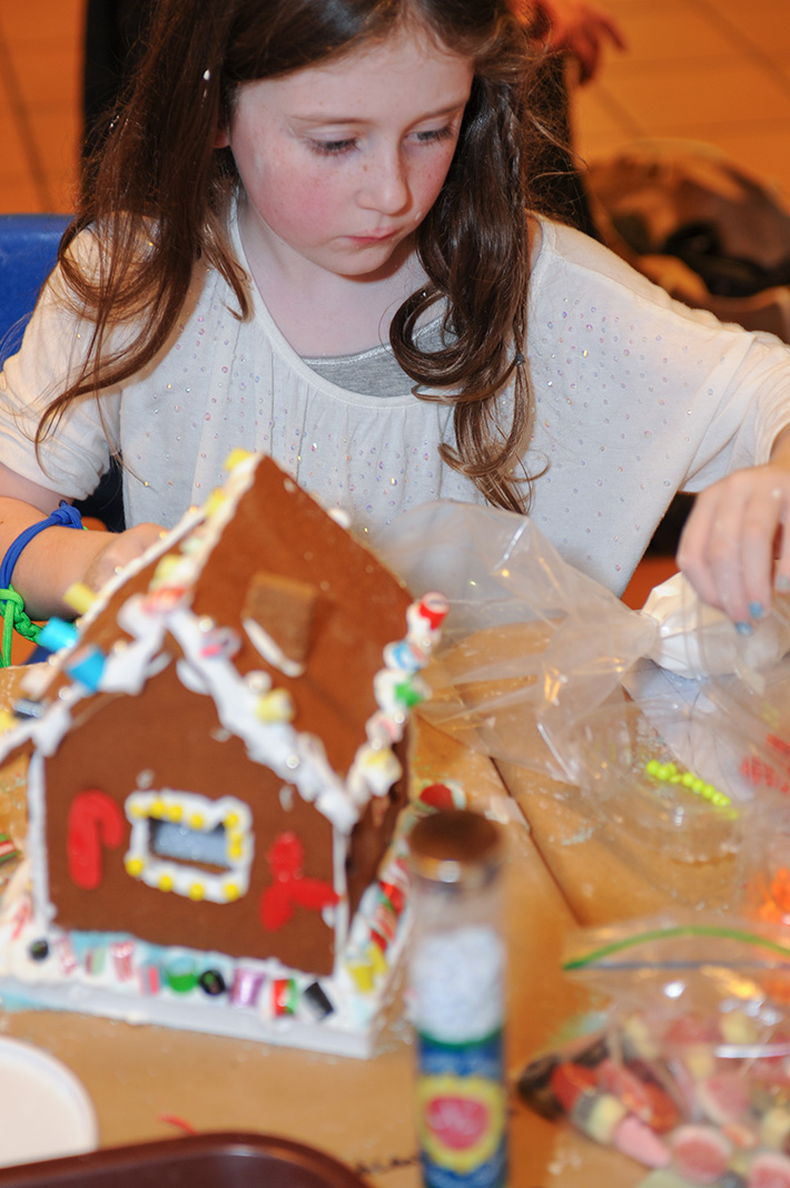 how to make a gingerbread house out of paper
