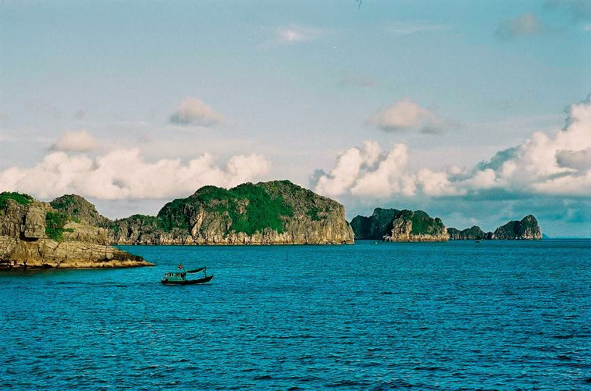 Du lịch biển Cát Bà