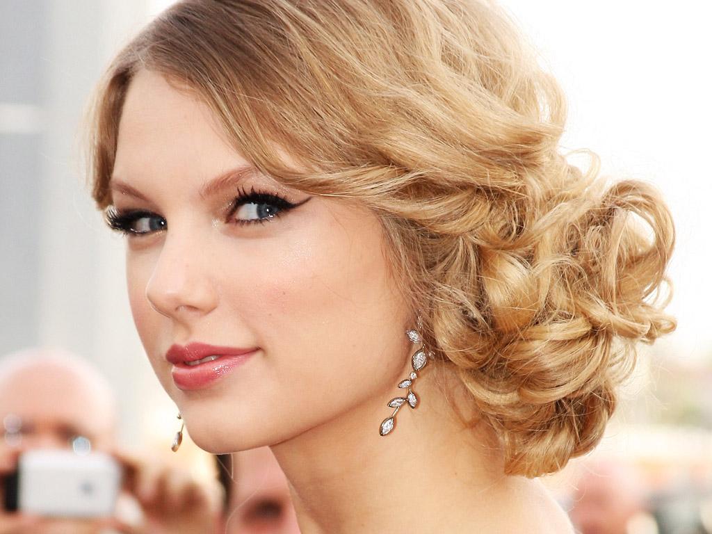 http://1.bp.blogspot.com/-rReH9vhKa84/T-1bcWLamWI/AAAAAAAAHbA/QkThALsOdz0/s1600/Taylor+Swift-wallpaper-7.jpg