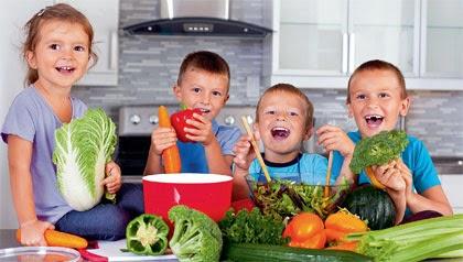Знакомьте детей с новыми продуктами постепенно - так вы их лучше и быстрее накормите