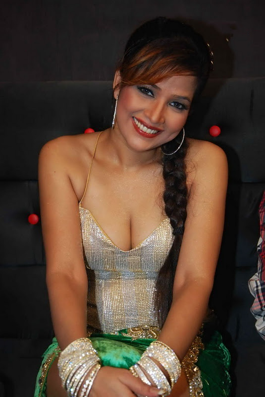 Tanisha Singh Hot Cleavage