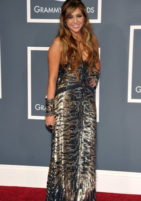 traje de Miley Cyrus en Grammy 2011
