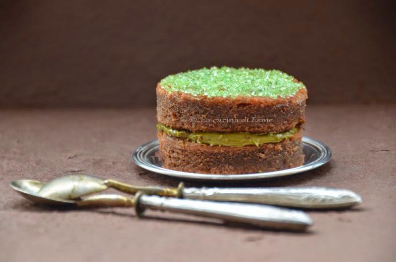 mini cake al cioccolato fondente farcito con crema di pistacchi al cioccolato bianco
