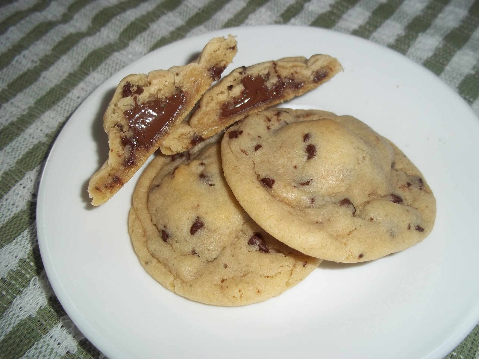 The Daily Smash: Hershey Kiss Stuffed Chocolate Chip Cookies
