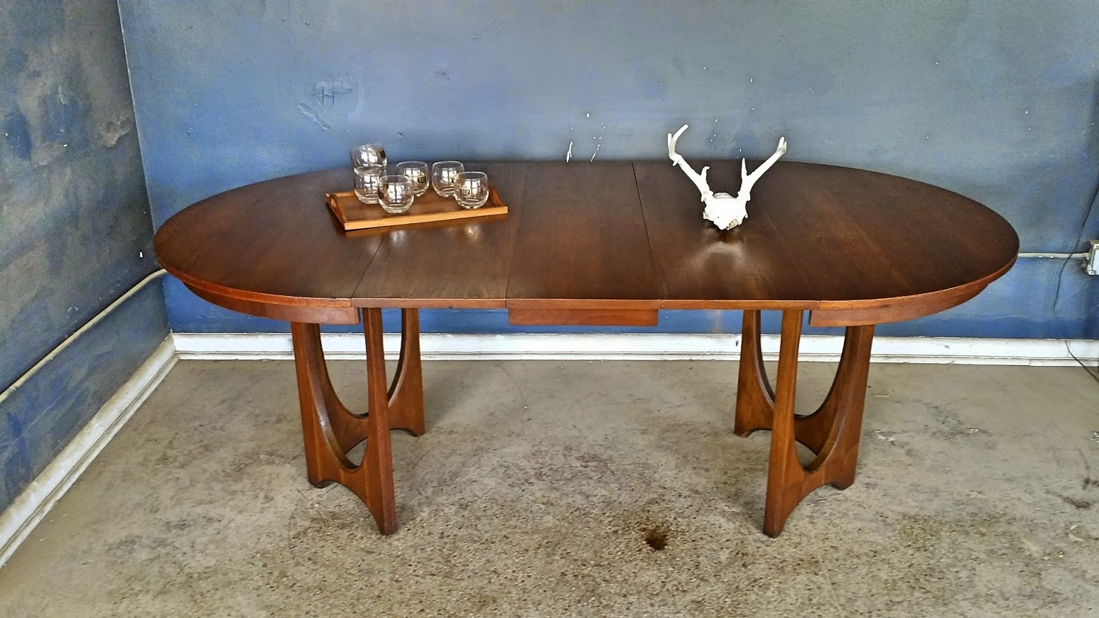 broyhill brasilia dining table and chair set dining table has two