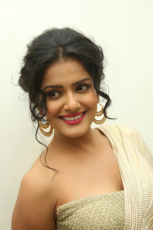 vishakha singh hot hd cleavage photo