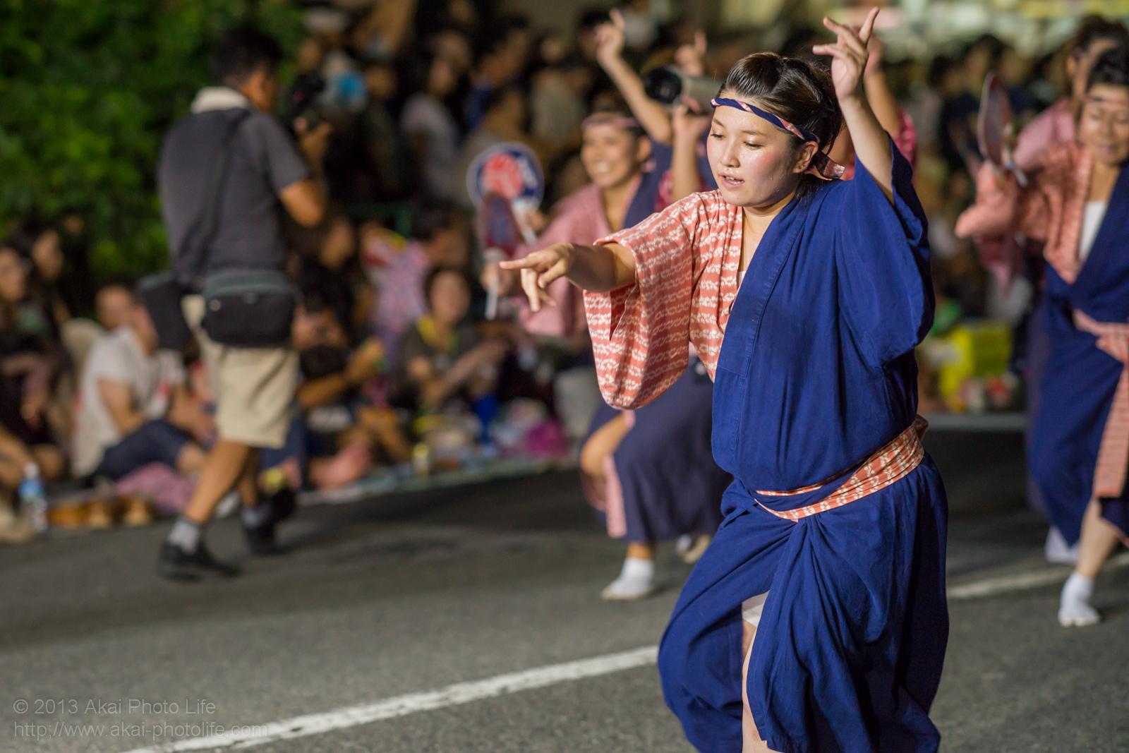 高円寺阿波踊り つくし連の女性による男踊り