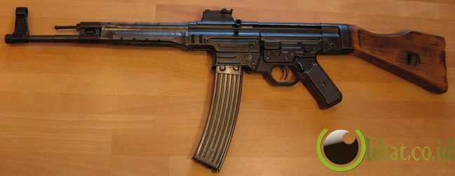 Sturmgewehr 44/STG 44