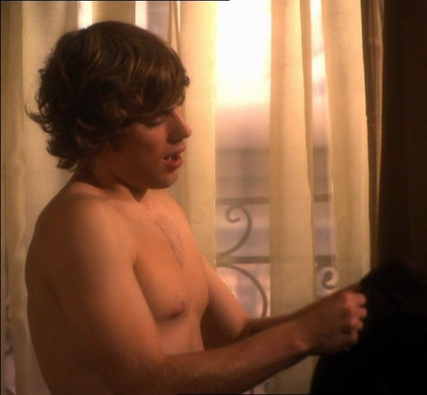 dustin milligan shirtless. Dustin Milligan - Fugitivos
