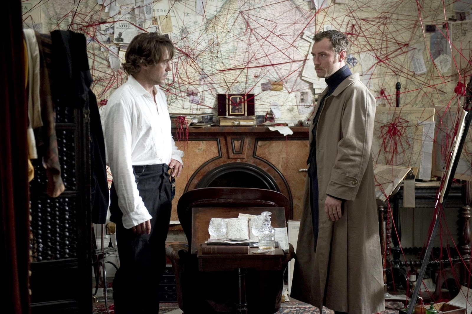 http://1.bp.blogspot.com/-rSVZJiEHDa4/TvqkDwqqN5I/AAAAAAAAC-I/bfLG9MMTKSI/s1600/Jude-Law-stars-as-Dr_-John-Watson-and-Robert-Downey-Jr_-stars-as-Sherlock-Holmes-in-Sherlock-Holmes-A-Game-of-Shadows-2011.jpg