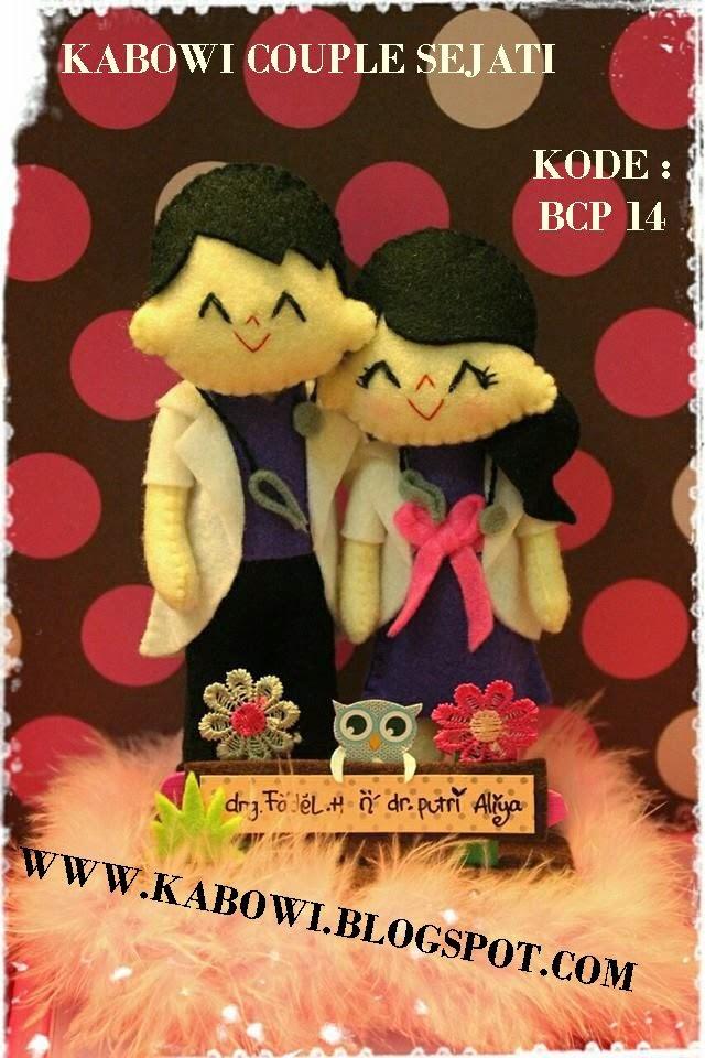 kado wisuda hadiah animasi unik boneka couple jual flanel