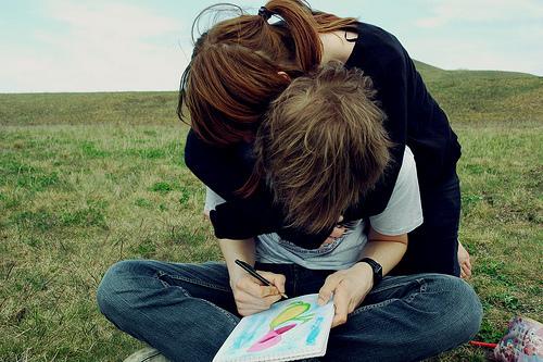 Фото парень целуется с девушкой ретрика