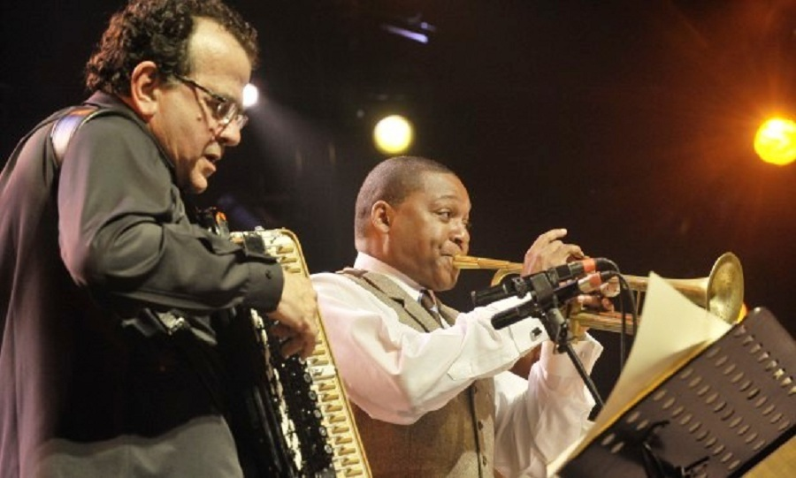 "Richard Galliano y Wynton Marsalis, en ""La Foule"""