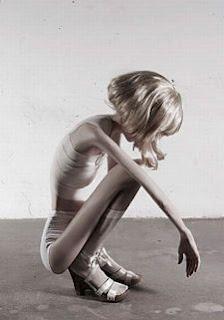http://1.bp.blogspot.com/-rTCz37tO6EU/Tac33KhqUWI/AAAAAAAAB80/9mU_ro1SPVM/s320/anorexia-photos09.jpg