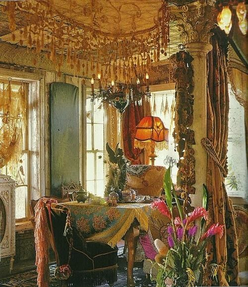 Eye for design decorating gypsy chic style for Bohemian dining room decorating ideas