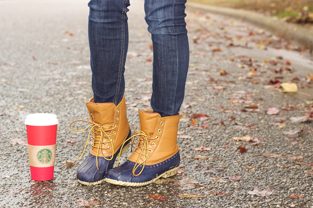 navy-duck-boots-and-starbucks-red-cup-season