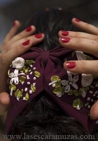 Janett Santillán Hernández es licenciada en diseño de moda desde el año 1993. Se propuso hacer los trajes de adelita para su equipo, la escaramuza de la Anahuac de Tecamac, y desde entonces ha dedicado sus creaciones al ámbito de la charrería y las escaramuzas. Foto por Leslie Mazoch