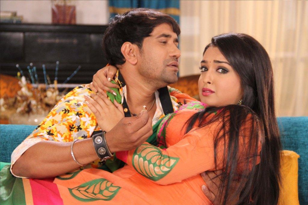 Bhojpuri Actress Amrapali Dubey & Actor Dinesh Lal Yadav ... Naan Avan Illai 2