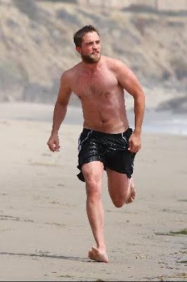 1 Abril - Nuevas fotos de Rob en Malibu!!!! (30 de Marzo) PREVIEW5