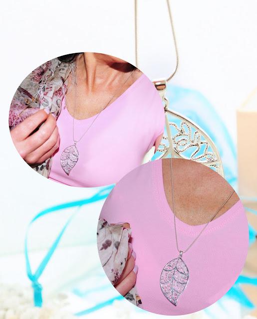 Silberkette mit Blatt getragen