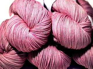 http://laine-et-plus.com/produit/sw-merinos-nylon-sock-poprose/