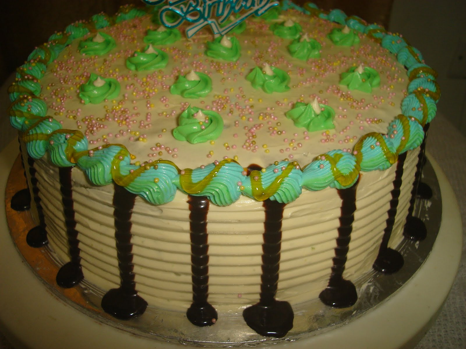 Sponge Cake (vanilla flavour) with butttercream decoration