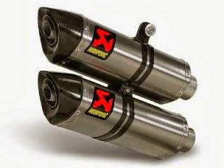 Otoasia.net - Banyak yang beranggapan pemakaian kenalpot kembar (dual exhaust) pada motor bisa meningkatkan peforma mesin. Namun pemakaian part tersebut haruslah sesuai dengan spesifikasi dari motor, sebab jika tidak sesuai hasilnya hanya sebuah tampilan, tenaga pada mesin tetap kecil, khususnya pada motor ber-cc kecil.