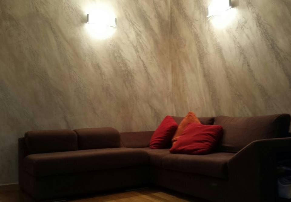 Effetto cemento su parete artigianato u fai da te made in for Decorazioni materiche