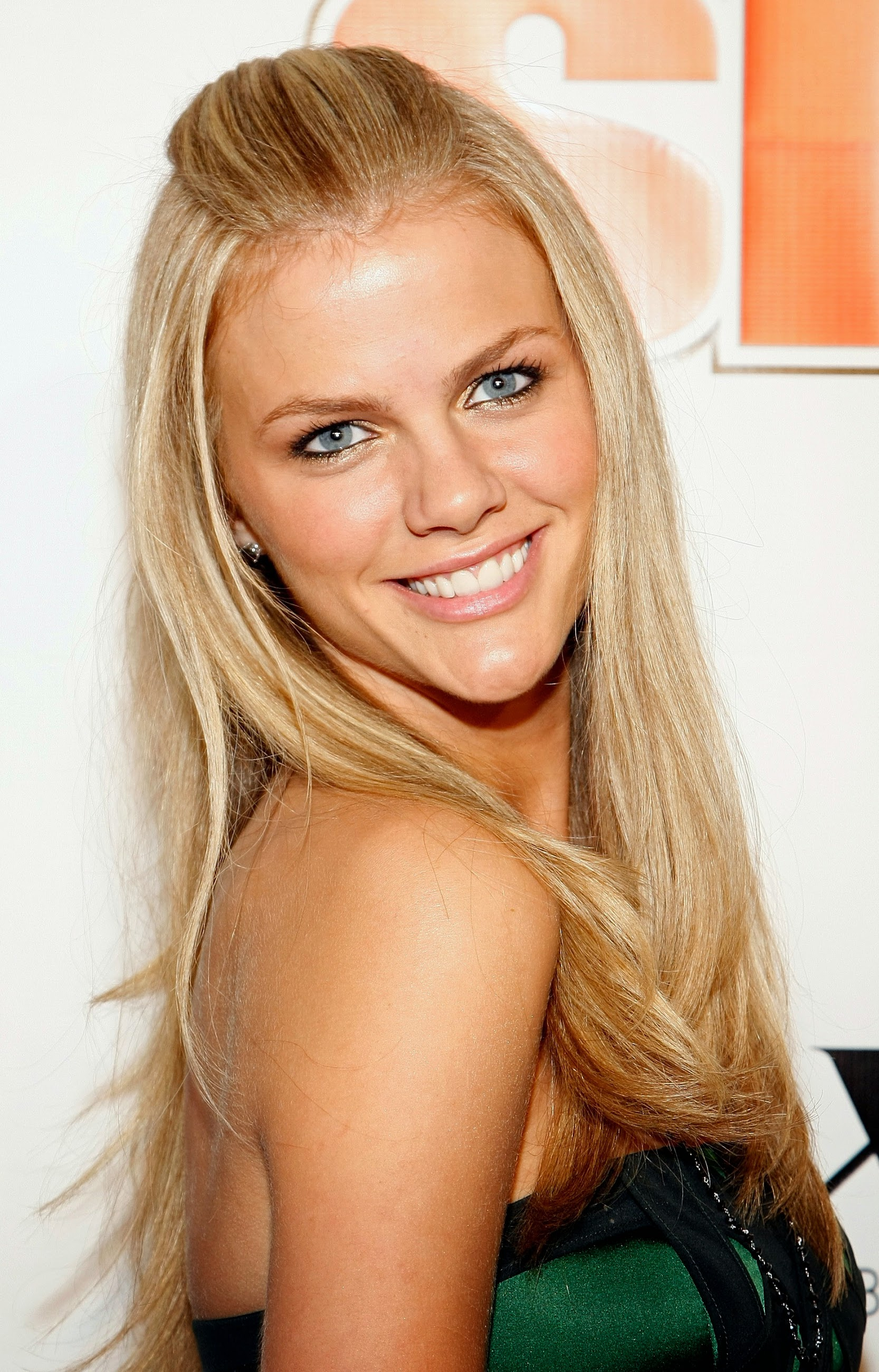 Brooklyn Decker summar... Brooklyn Decker