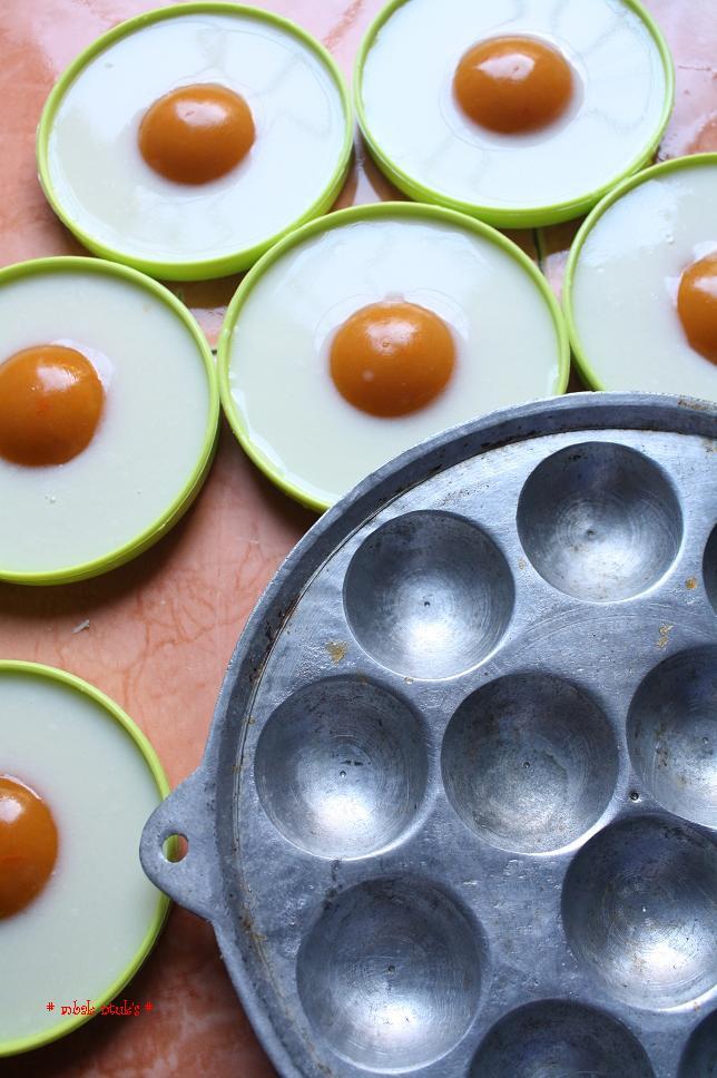 dalam cetakan kue cubit. Taruh ke dalam tatakan gelas atau wajan telur ...