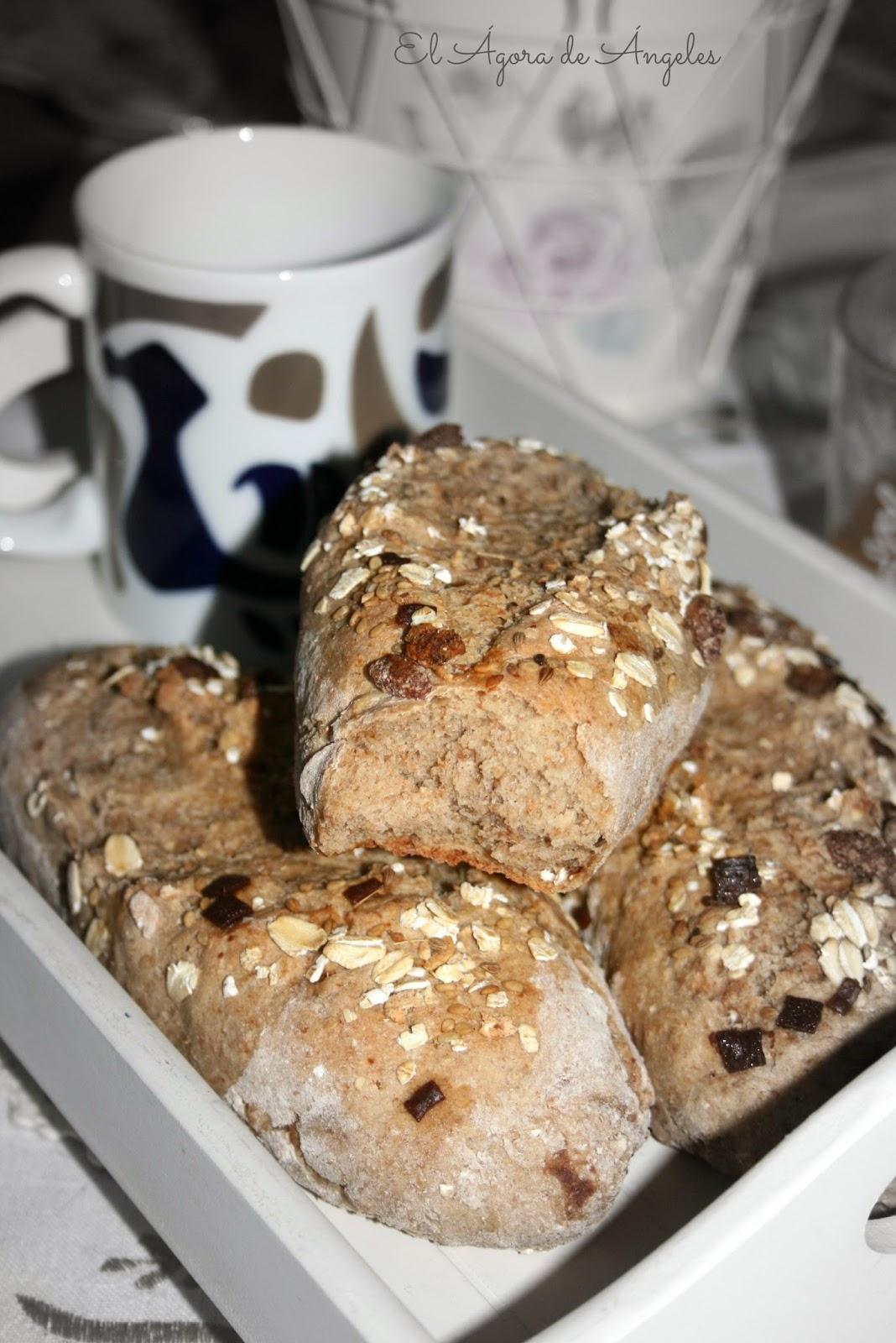 Pan de muesli, pan de semillas, pan integral. pan de desayuno