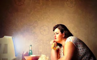 Efek Buruk Makan Sambil Menonton TV