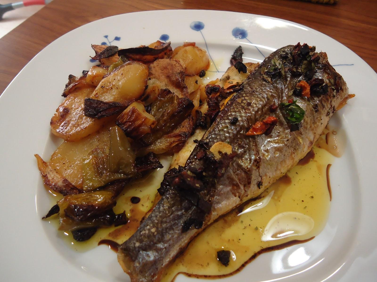 Las receticas de anica lubina al horno con patatas for Como cocinar pescado al horno