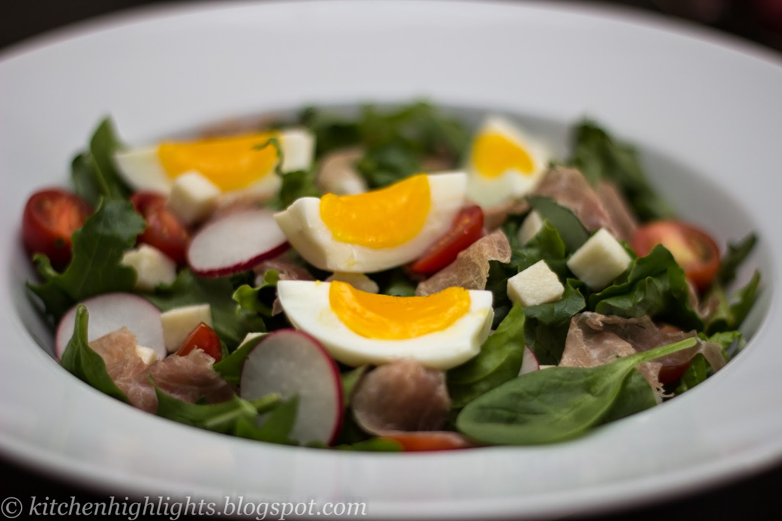 Prepared with fresh cherry tomatoes, lettuce, spinach, arugula, radishes, mozzarella, prosciutto and soft boiled eggs, this salad is light yet nourishing.