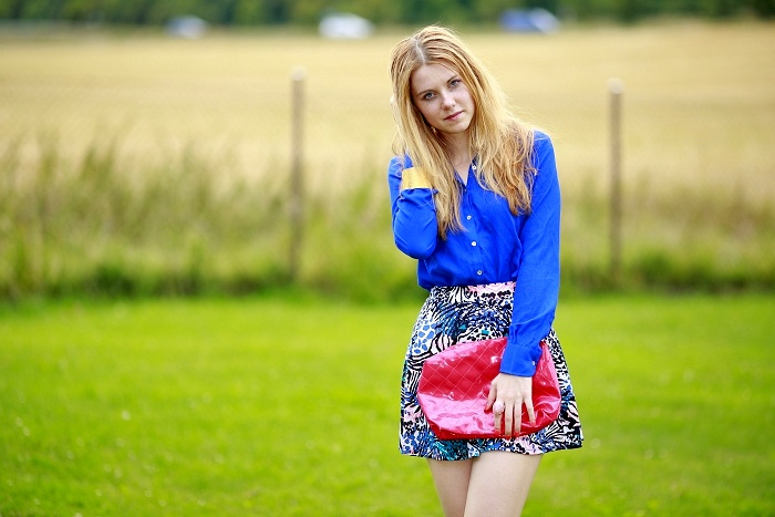 printed skirt, blue shirt, hot pink bag, zara, bershka