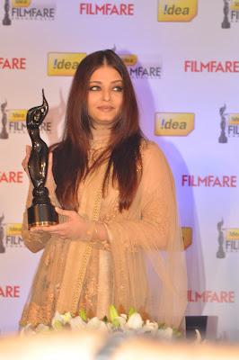8th film fare award press conference  with ashwaray rai bacchaan