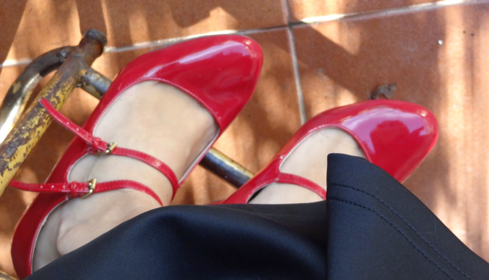 dorothy red shoes