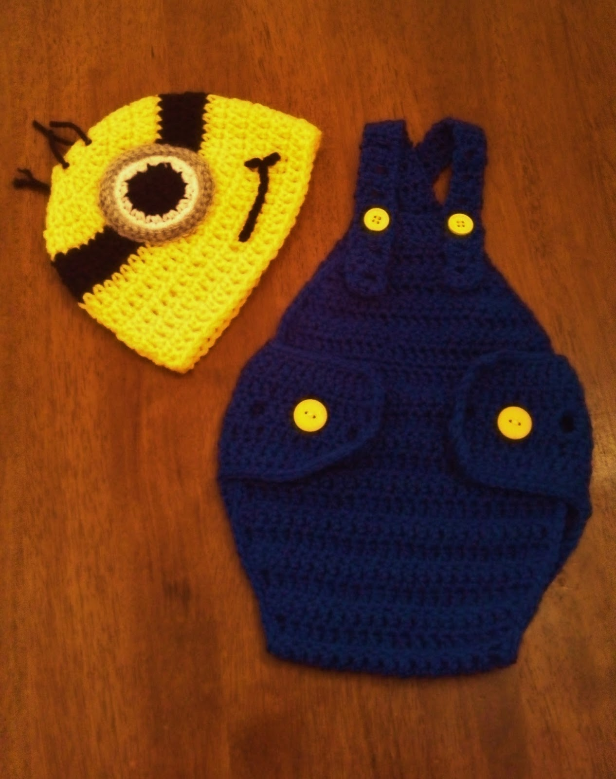 Butterfly 39 s creations minion beanies for Minion overall template