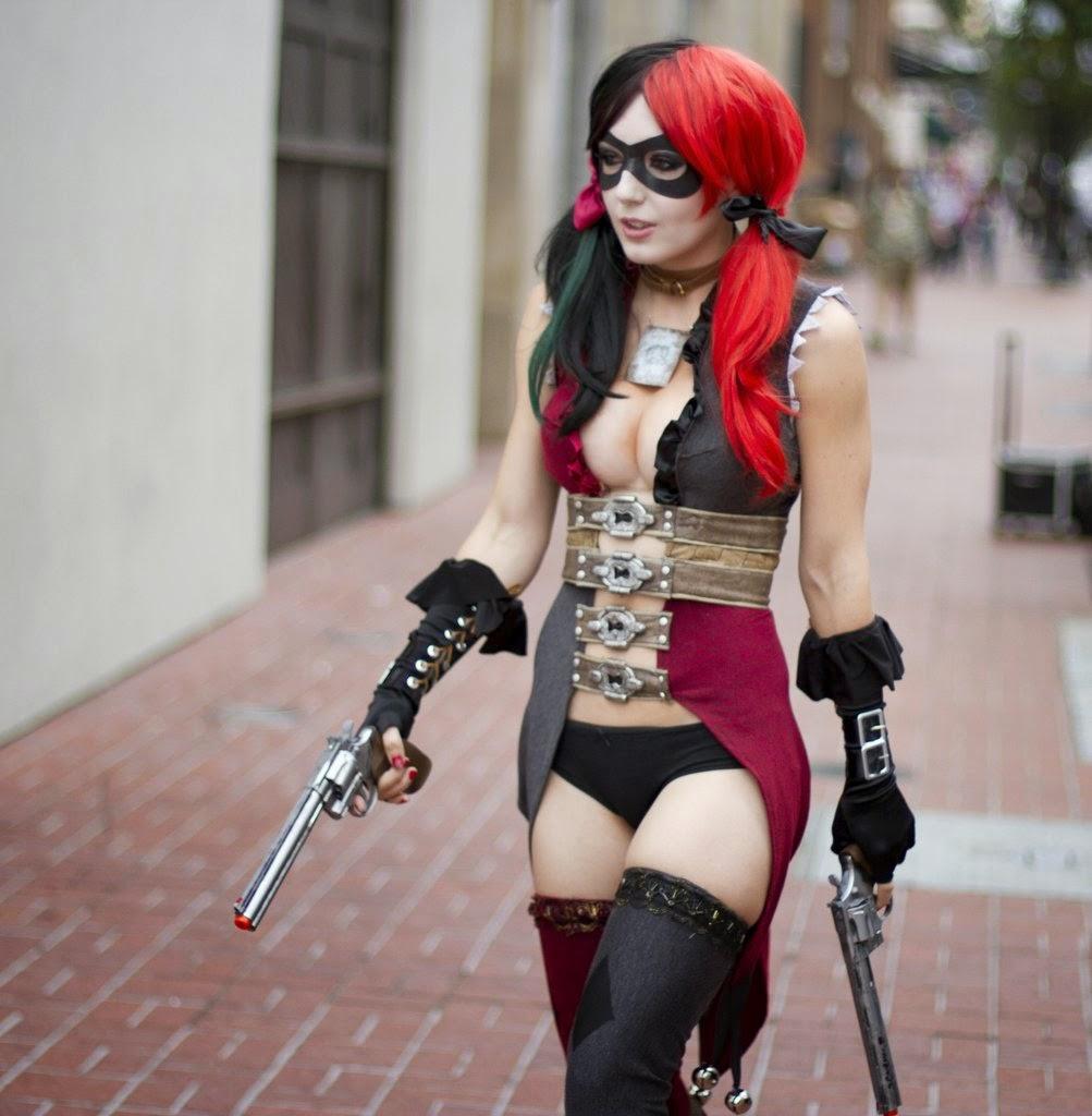 Jessica Nigri cosplays de Harley Quinn