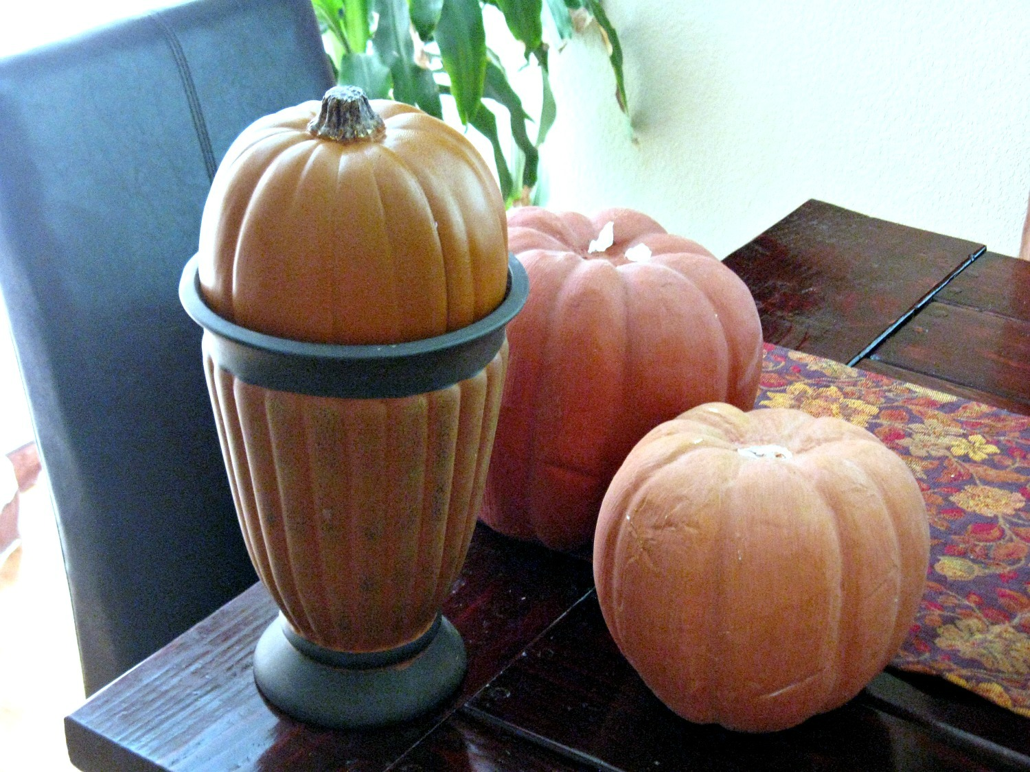 Which Got Me Thinkingu2026.what Can I Do With 3 Pumpkins And Vase? I Knowu2026make  A Pumpkin Topiary!