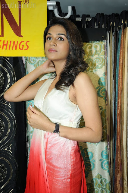 Shraddha Das Cute Looking Images