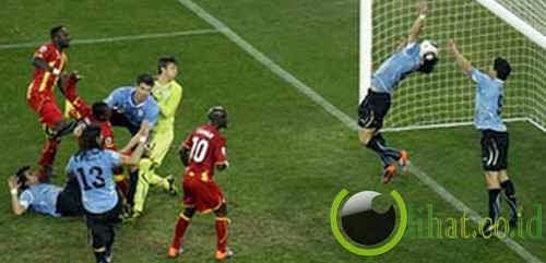 Tangan Luis Suarez (Uruguay)