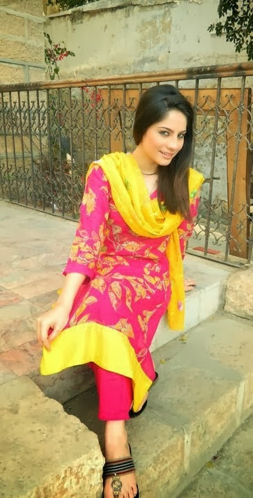 Neelum+Munir+Beautiful+Latest+Pictures+2013002