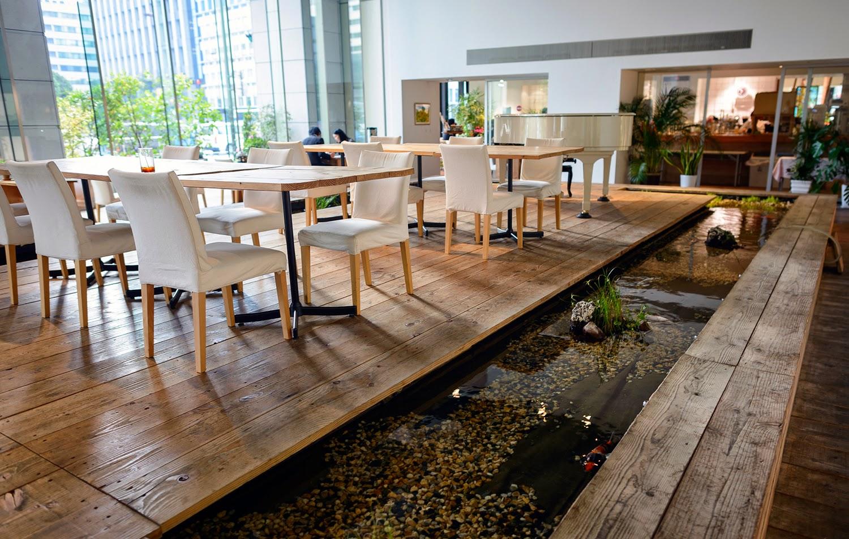 oficina con estanque
