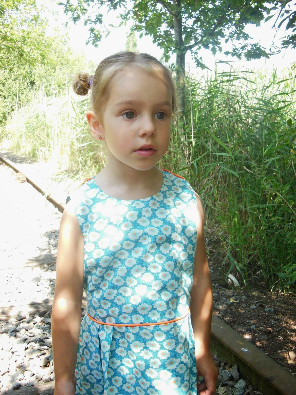 pleated tinny dress straight grain