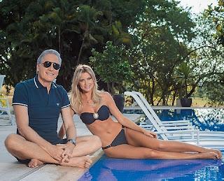 Roberto Justus e Ana Paula Siebert aproveitaram dias de sol nas Ilhas Maldivas. Para celebrar o amor, o álbum da viagem tem até selfie do mergulho.