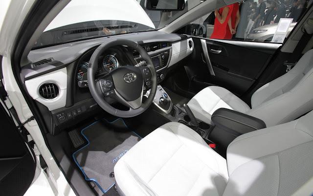http://1.bp.blogspot.com/-rXUYuDbWDpQ/UST0djf34bI/AAAAAAAAUJE/jjKw0Ld4QEw/s1600/Toyota-Auris-Hybrid-dash.jpg