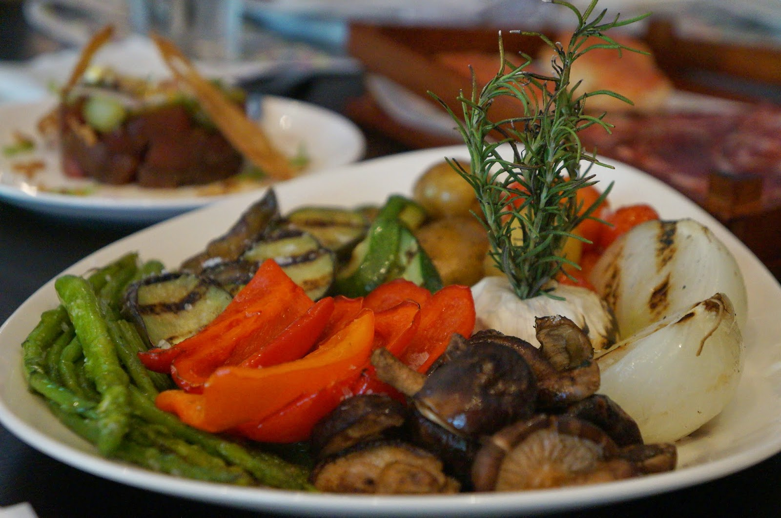 Las flores levels up their menu to a more sumptuous for Parrillada verduras