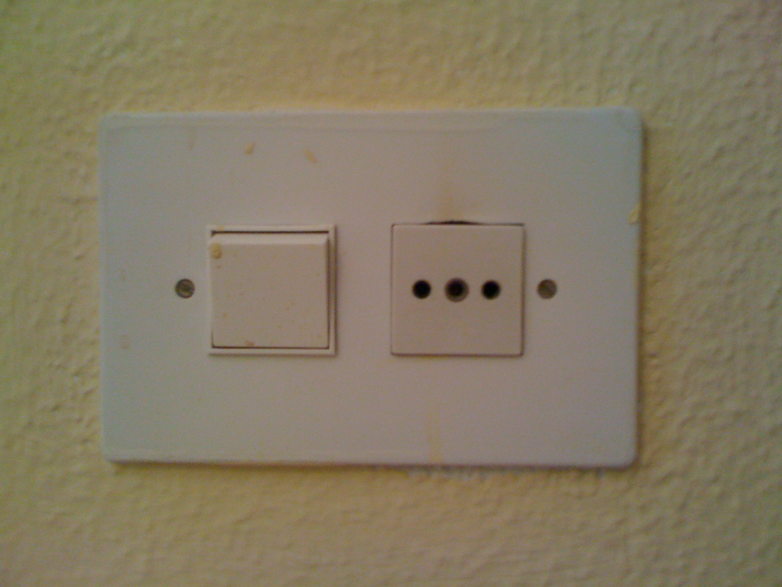 sparks in spain risk of electrocution from unsafe spanish sockets rh tonysparksinspain blogspot com Old Light Switch Wiring Light Switch Wiring 2 Pole